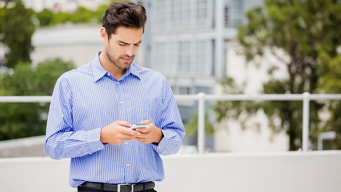 Why A Gemini Man Would Ignore Your Text - 4 Things You Should Know